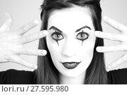 Купить «Clown Mime in Whiteface Looking through her fingers», фото № 27595980, снято 20 апреля 2018 г. (c) PantherMedia / Фотобанк Лори
