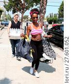 Купить «Shameless actress Shanola Hampton carries her newborn son out of Iron gym in Santa Monica, California after a workout with Celebrity trainer Torri Shack...», фото № 27601052, снято 25 июля 2016 г. (c) age Fotostock / Фотобанк Лори