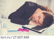 Купить «Female manager is sleeping after productive day at work», фото № 27607840, снято 21 мая 2017 г. (c) Яков Филимонов / Фотобанк Лори