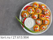 Купить «baked potato halves on white platter», фото № 27613904, снято 3 февраля 2018 г. (c) Oksana Zh / Фотобанк Лори