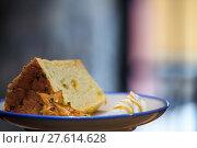 Купить «Selective focus, Chiffon cake on nice dish cutting board», фото № 27614628, снято 22 января 2019 г. (c) PantherMedia / Фотобанк Лори