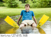 Купить «Laughing teen with diving fins in puddle», фото № 27615168, снято 26 июня 2019 г. (c) PantherMedia / Фотобанк Лори