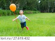 Купить «Little boy running to catch with orange balloon», фото № 27619432, снято 23 мая 2019 г. (c) PantherMedia / Фотобанк Лори
