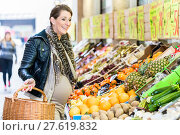 Купить «pregnant woman is shopping on weekday food», фото № 27619832, снято 23 июля 2019 г. (c) PantherMedia / Фотобанк Лори