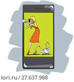 Купить «Photo app for smartphone girl photographs», фото № 27637988, снято 13 ноября 2019 г. (c) PantherMedia / Фотобанк Лори