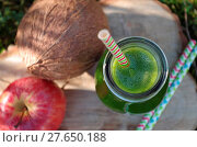 Купить «Green smoothie with spinach, apple and coconat (exterior shot)», фото № 27650188, снято 19 августа 2018 г. (c) easy Fotostock / Фотобанк Лори