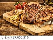 Купить «Cooked tbone steak with roasted garlic and tomato», фото № 27656316, снято 22 ноября 2019 г. (c) PantherMedia / Фотобанк Лори