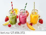 Купить «Fruit pieces and smoothies in a row», фото № 27656372, снято 19 октября 2018 г. (c) PantherMedia / Фотобанк Лори