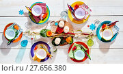 Купить «Colorful tropical summer picnic table», фото № 27656380, снято 20 октября 2018 г. (c) PantherMedia / Фотобанк Лори