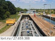 Купить «tanker in the sluice», фото № 27659388, снято 16 июня 2019 г. (c) PantherMedia / Фотобанк Лори