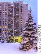 Купить «Зимний городской пейзаж в Митино», эксклюзивное фото № 27663612, снято 5 февраля 2018 г. (c) Виктор Тараканов / Фотобанк Лори