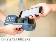Купить «Customer pay the bill by NFC», фото № 27682272, снято 19 января 2019 г. (c) PantherMedia / Фотобанк Лори