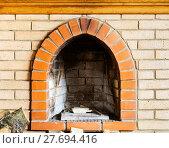 Купить «fire-box of not kindled brick fireplace», фото № 27694416, снято 26 марта 2019 г. (c) PantherMedia / Фотобанк Лори