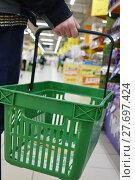 Купить «The shopping cart in the store. Service sector.», фото № 27697424, снято 23 января 2018 г. (c) Андрей Шалари / Фотобанк Лори
