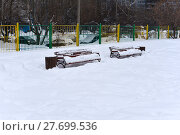 Купить «Скамейки под снегом», эксклюзивное фото № 27699536, снято 11 февраля 2018 г. (c) Юрий Морозов / Фотобанк Лори