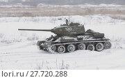 Купить «Russian Tank T34 in winter», видеоролик № 27720288, снято 16 мая 2012 г. (c) Алексей Кузнецов / Фотобанк Лори