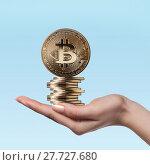 Купить «Female hand holds gold coins bitcoin», фото № 27727680, снято 5 июля 2020 г. (c) Ярослав Данильченко / Фотобанк Лори