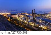 Купить «petrochemical industrial plant at night», фото № 27730308, снято 20 сентября 2018 г. (c) PantherMedia / Фотобанк Лори
