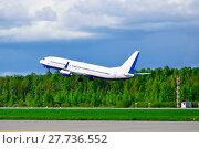 Купить «Самолет, взлетающий в небо», фото № 27736552, снято 11 мая 2016 г. (c) Зезелина Марина / Фотобанк Лори