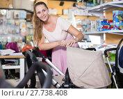 Купить «purchaser choosing pram for newborn», фото № 27738408, снято 22 сентября 2017 г. (c) Яков Филимонов / Фотобанк Лори