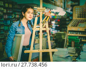 Купить «Teen girl holding supplies for painting in hands in art department», фото № 27738456, снято 12 апреля 2017 г. (c) Яков Филимонов / Фотобанк Лори