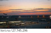 Купить «Terminal D with boarding planes in Sheremetyevo Airport, Moscow. Evening view», видеоролик № 27745296, снято 7 августа 2017 г. (c) Данил Руденко / Фотобанк Лори