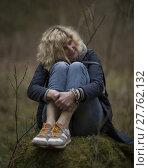"Купить «Blonde girl is seating on the stump in the forest the same as picture ""Alyonushka"" of Vasnetsov», фото № 27762132, снято 20 марта 2018 г. (c) PantherMedia / Фотобанк Лори"
