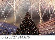Купить «Fireworks over the Christmas (New Year holidays) decoration Lubyanskaya (Lubyanka) Square in the evening, Moscow, Russia», фото № 27814676, снято 4 января 2018 г. (c) Владимир Журавлев / Фотобанк Лори