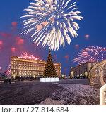 Купить «Fireworks over the Christmas (New Year holidays) decoration Lubyanskaya (Lubyanka) Square in the evening, Moscow, Russia», фото № 27814684, снято 4 января 2018 г. (c) Владимир Журавлев / Фотобанк Лори