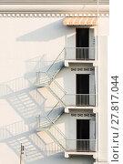 Купить «fire escape with afternoon shadows on exterior wall.», фото № 27817044, снято 20 августа 2018 г. (c) PantherMedia / Фотобанк Лори