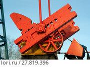 Crank, counter weight, pitman arm and revolving flywheel of oil pumpjack. Стоковое фото, фотограф Евгений Харитонов / Фотобанк Лори