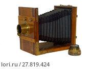 19th century folding photo camera, with bellows for focusing, isolated. Стоковое фото, фотограф Евгений Харитонов / Фотобанк Лори