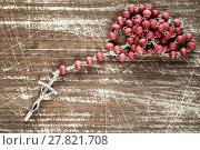 Купить «Old wooden background and rosary», фото № 27821708, снято 21 марта 2018 г. (c) PantherMedia / Фотобанк Лори