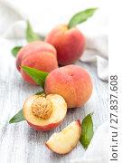 Купить «Peaches on rustic table.», фото № 27837608, снято 14 декабря 2018 г. (c) PantherMedia / Фотобанк Лори