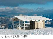 Купить «Winter mountain snowy landscape with small wooden platform and cabin», фото № 27844404, снято 23 января 2018 г. (c) Юрий Брыкайло / Фотобанк Лори