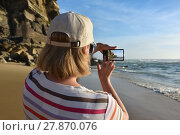 Купить «Woman takes a picture on the smartphone», фото № 27870076, снято 8 июня 2017 г. (c) Знаменский Олег / Фотобанк Лори