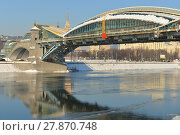 Bogdan Khmelnitsky (Kievsky) Pedestrian Bridge (2001) in winter (2018 год). Редакционное фото, фотограф Валерия Попова / Фотобанк Лори