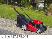 Купить «mowing machine», фото № 27878044, снято 20 мая 2018 г. (c) PantherMedia / Фотобанк Лори