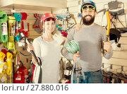 Купить «Couple deciding on climbing equipment», фото № 27880016, снято 24 февраля 2017 г. (c) Яков Филимонов / Фотобанк Лори
