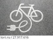 Купить «e-bike ebike e bike pedelec electro bike cycling city environment environmentally friendly», фото № 27917616, снято 23 мая 2018 г. (c) PantherMedia / Фотобанк Лори
