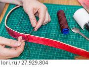 Купить «craftsman stitches new leather belt», фото № 27929804, снято 22 марта 2019 г. (c) PantherMedia / Фотобанк Лори