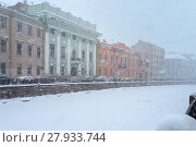Купить «Typical for St. Petersburg, snowy and windy weather in the winter afternoon. Embankment of the snow-covered Moika River», фото № 27933744, снято 4 февраля 2018 г. (c) Виктория Катьянова / Фотобанк Лори