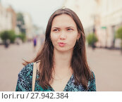 Купить «displeased handsome young woman looking away», фото № 27942384, снято 17 июля 2018 г. (c) PantherMedia / Фотобанк Лори