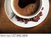 Купить «Coffee cup and beans on a wooden background.», фото № 27942664, снято 26 июня 2019 г. (c) PantherMedia / Фотобанк Лори