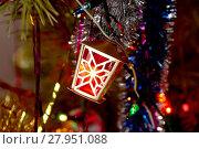 Купить «Element of the shining garland a fantastic small lamp on a fir-tree», фото № 27951088, снято 15 октября 2018 г. (c) PantherMedia / Фотобанк Лори
