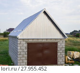 Купить «Small garage with a roof of corrugated sheet metal», фото № 27955452, снято 22 января 2019 г. (c) PantherMedia / Фотобанк Лори