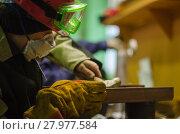 Купить «Рабочий на заводе», фото № 27977584, снято 17 февраля 2018 г. (c) Яковлев Сергей / Фотобанк Лори