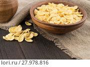 Купить «Corn flakes in ceramic bowl on the old wooden table.», фото № 27978816, снято 25 февраля 2018 г. (c) PantherMedia / Фотобанк Лори