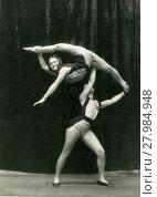 Купить «Сестры Лидверс. Акробатический этюд. 1960-е годы», фото № 27984948, снято 18 января 2020 г. (c) Retro / Фотобанк Лори