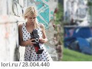 Купить «Young woman holding a medium format photography camera», фото № 28004440, снято 23 октября 2018 г. (c) PantherMedia / Фотобанк Лори